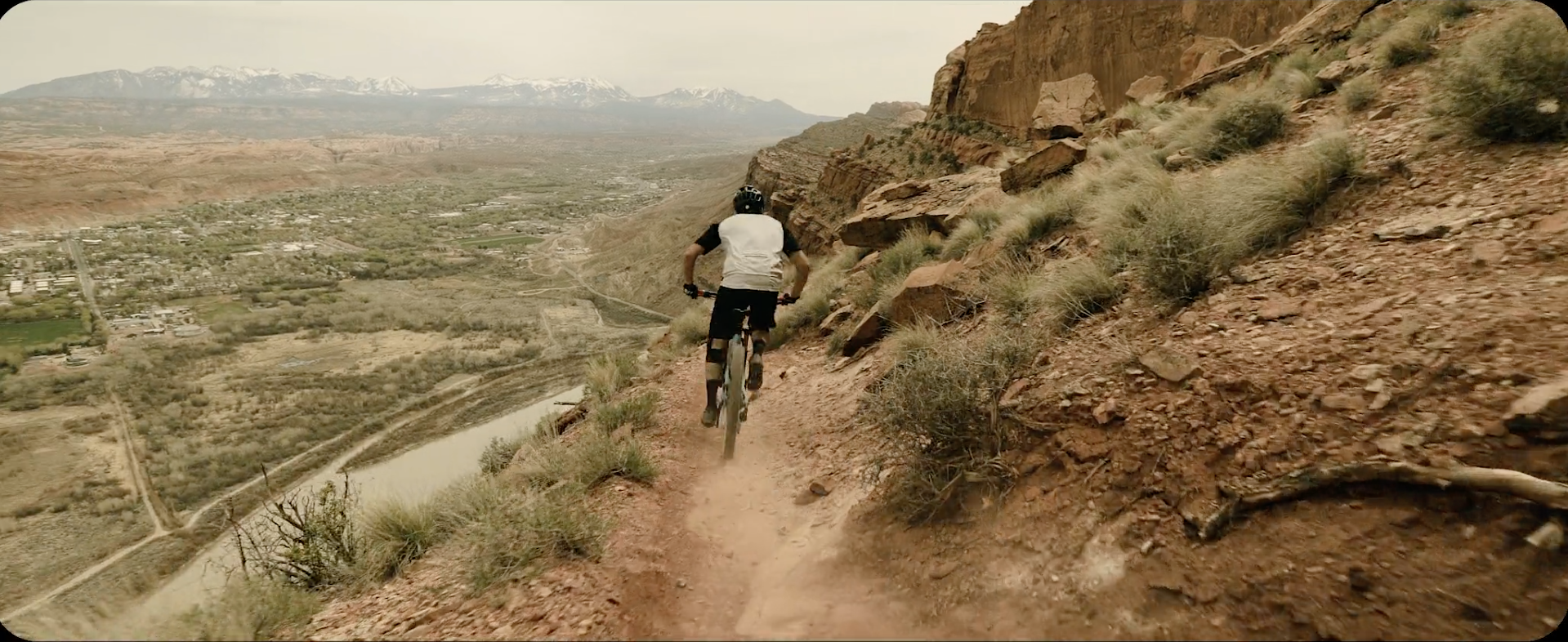 """Escape from the office with this eye-popping extreme sports film """"Dear Monday"""""""