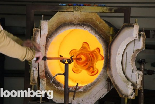 how hand-blown molten glass is made