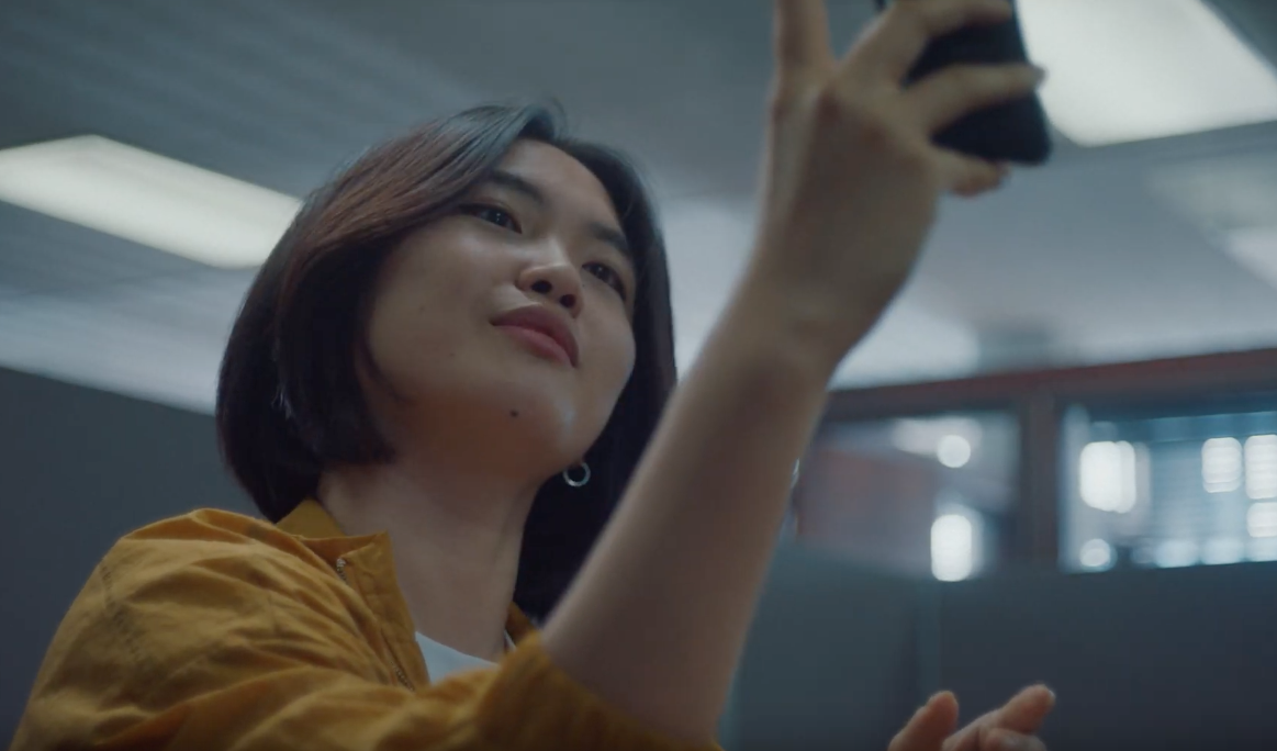 This Ad Promises To Take You A Smartphone Free World