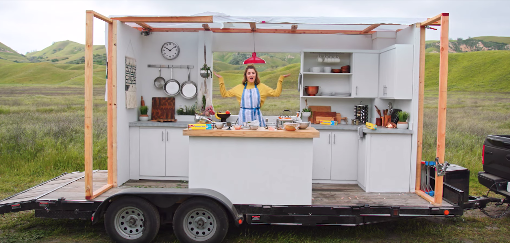 YouTuber Grace Helbig Makes A Meal Whilst On A Moving Truck