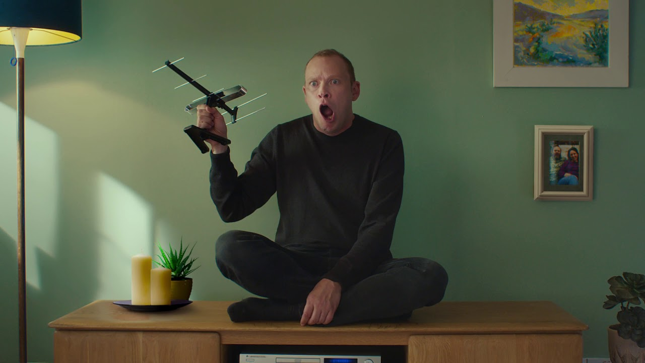 Robert Webb Becomes A TV In This Funny Ad