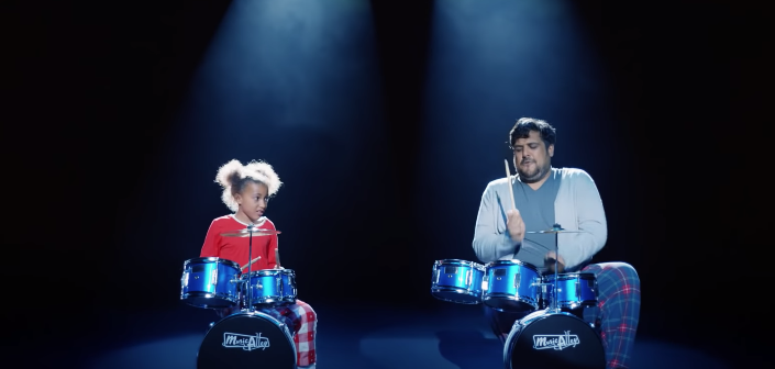 A Man Has A Rock Concert In His Kitchen In This Christmas Ad From Argos