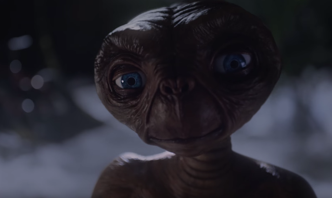 E.T Returns To Earth In This Christmas Ad From Xfinity
